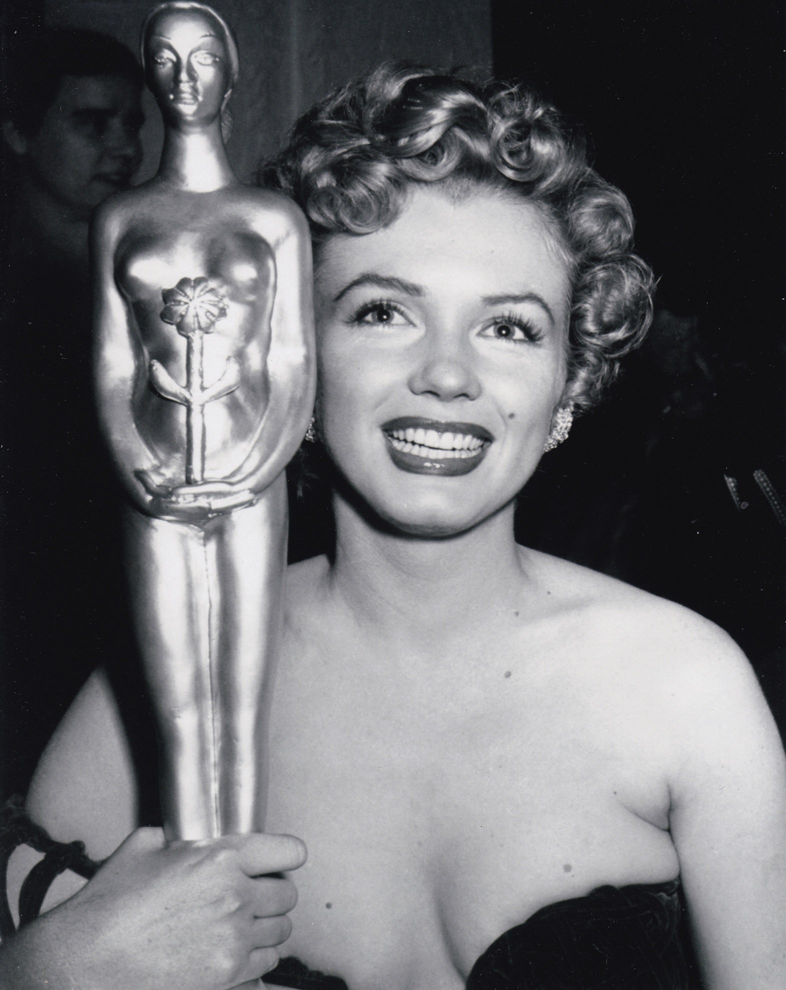 Marilyn Monore and her Henrietta Award as World Favorite, 1952