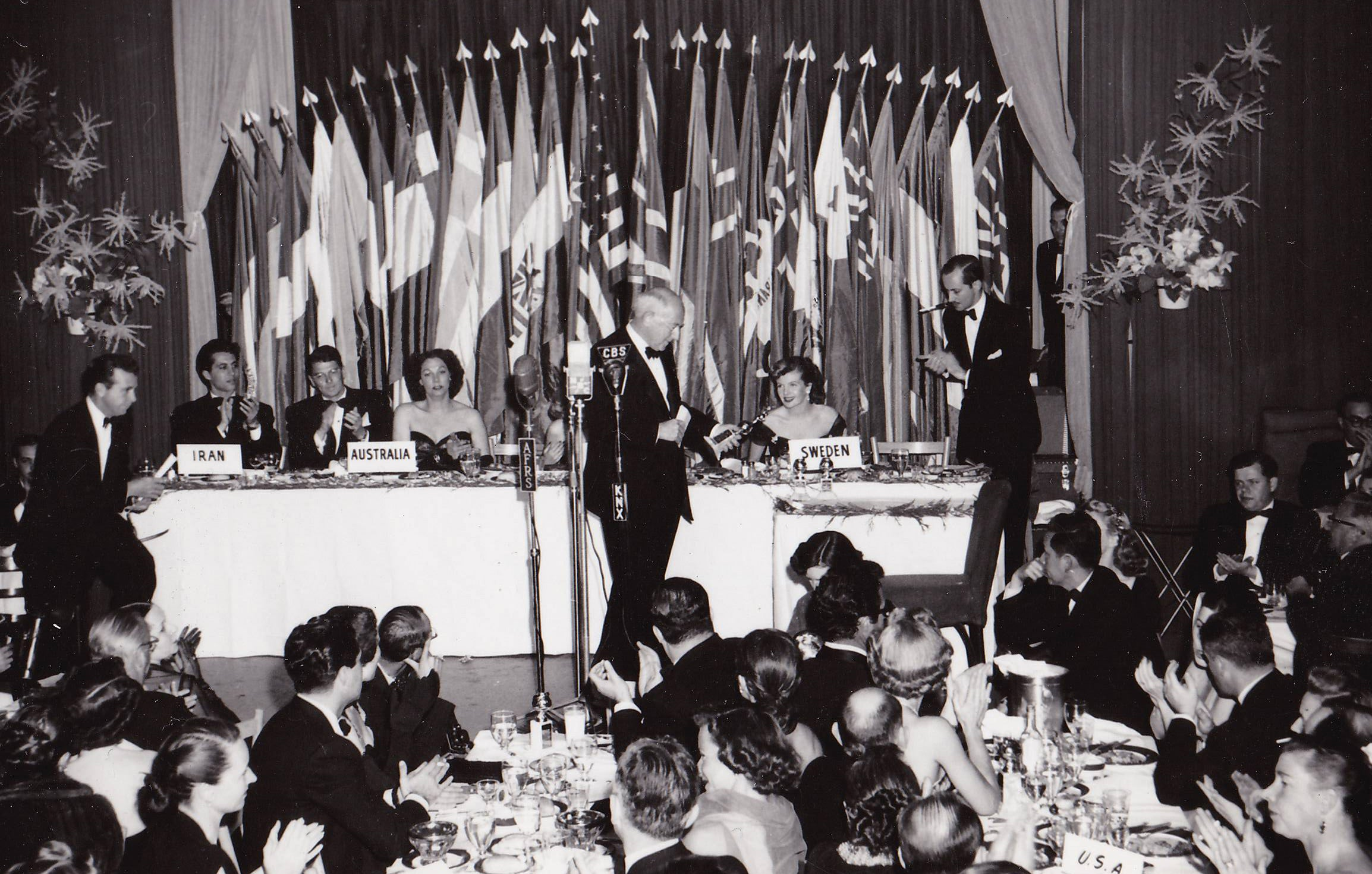 1952 Golden Globes, Ciro's, Cecil B. DeMille accepts the eponymous award