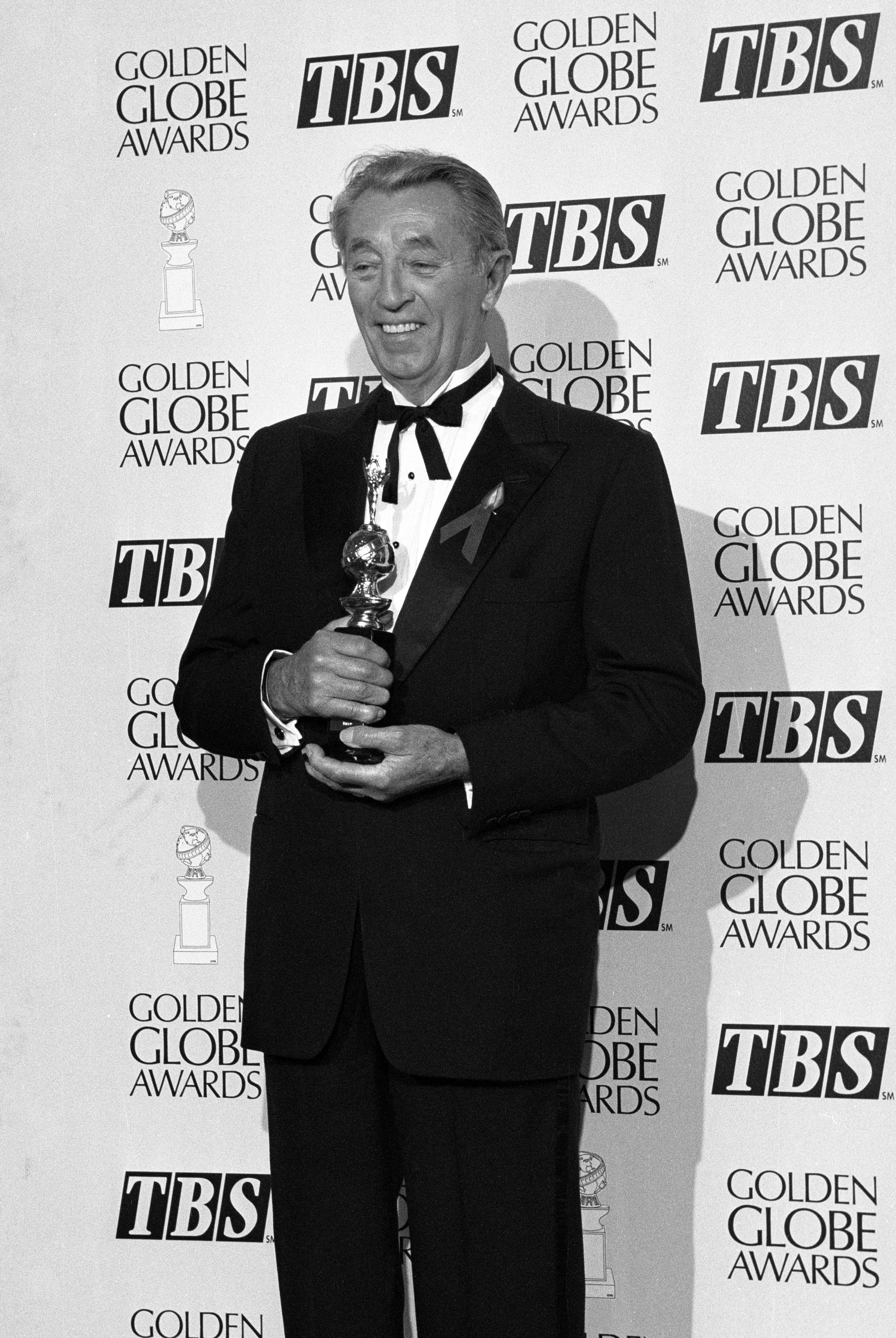 Actor Robert Mitchum, Cecil B. deMille award recipient
