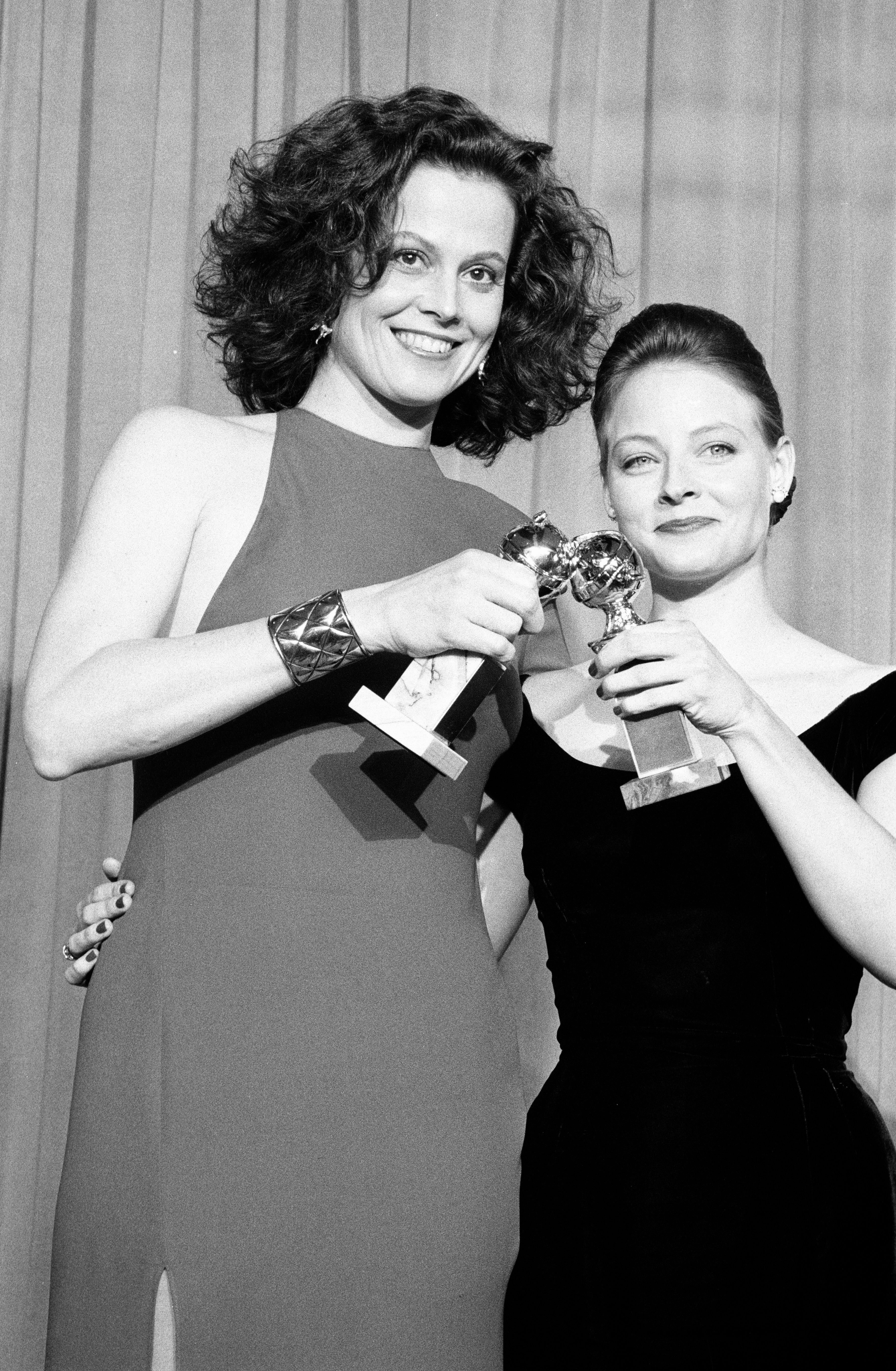 Sigourney Weaver and Jodie Foster, Golden Globe winners, 1989