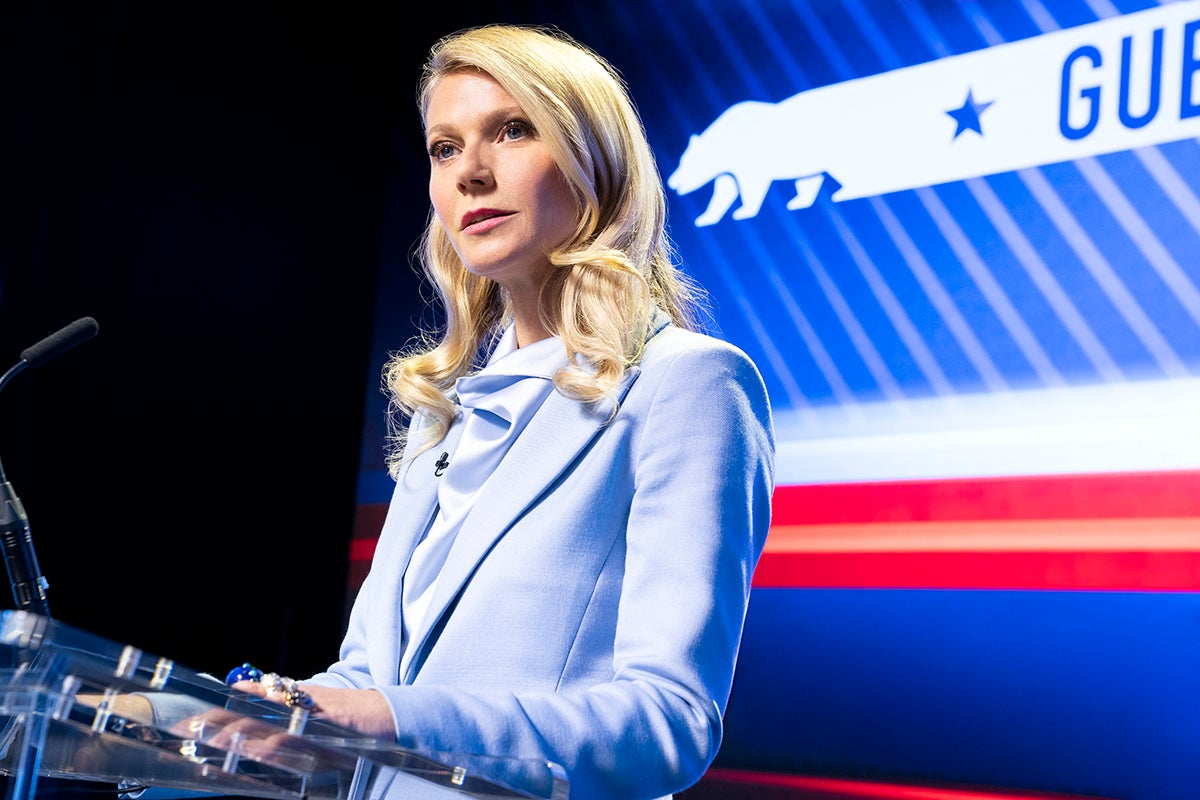 Gwyneth Paltrow plays Georgina Hobart, the mother of adoptive son Payton Hobart. In season 2, she decides to run for Governor of California and is seen here in a blue business suit during a political debate.