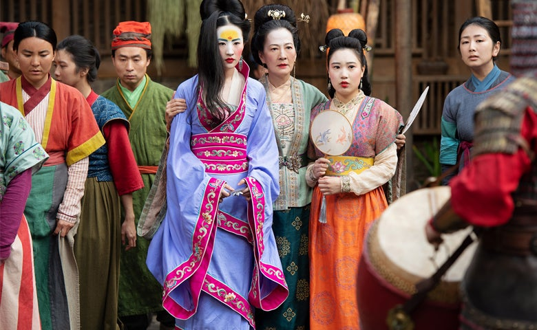 Mulan Captures Lush Fluidity Golden Globes
