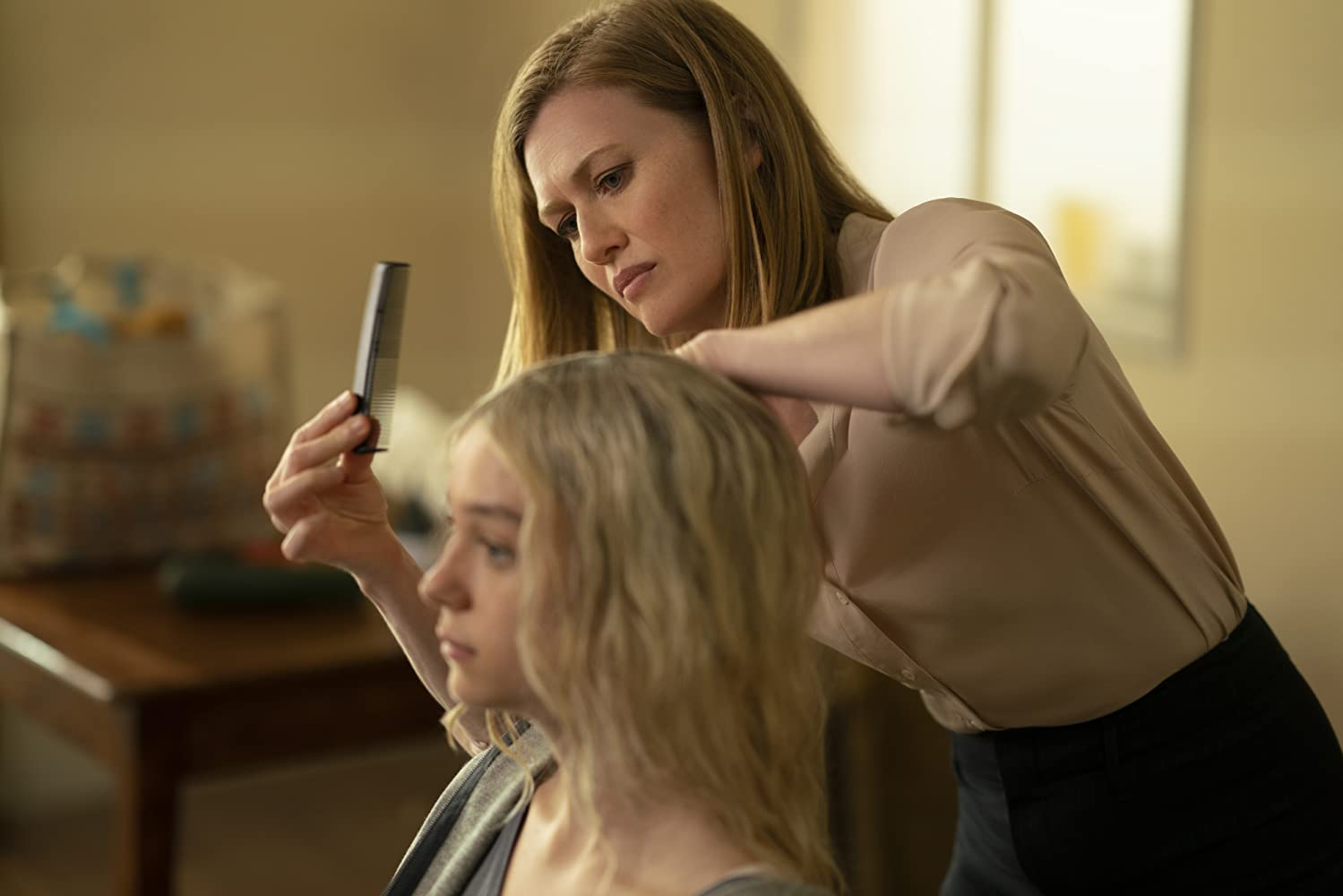 """Mireille Enos and Esme Creed-Miles in """"Hanna"""" (2019)"""