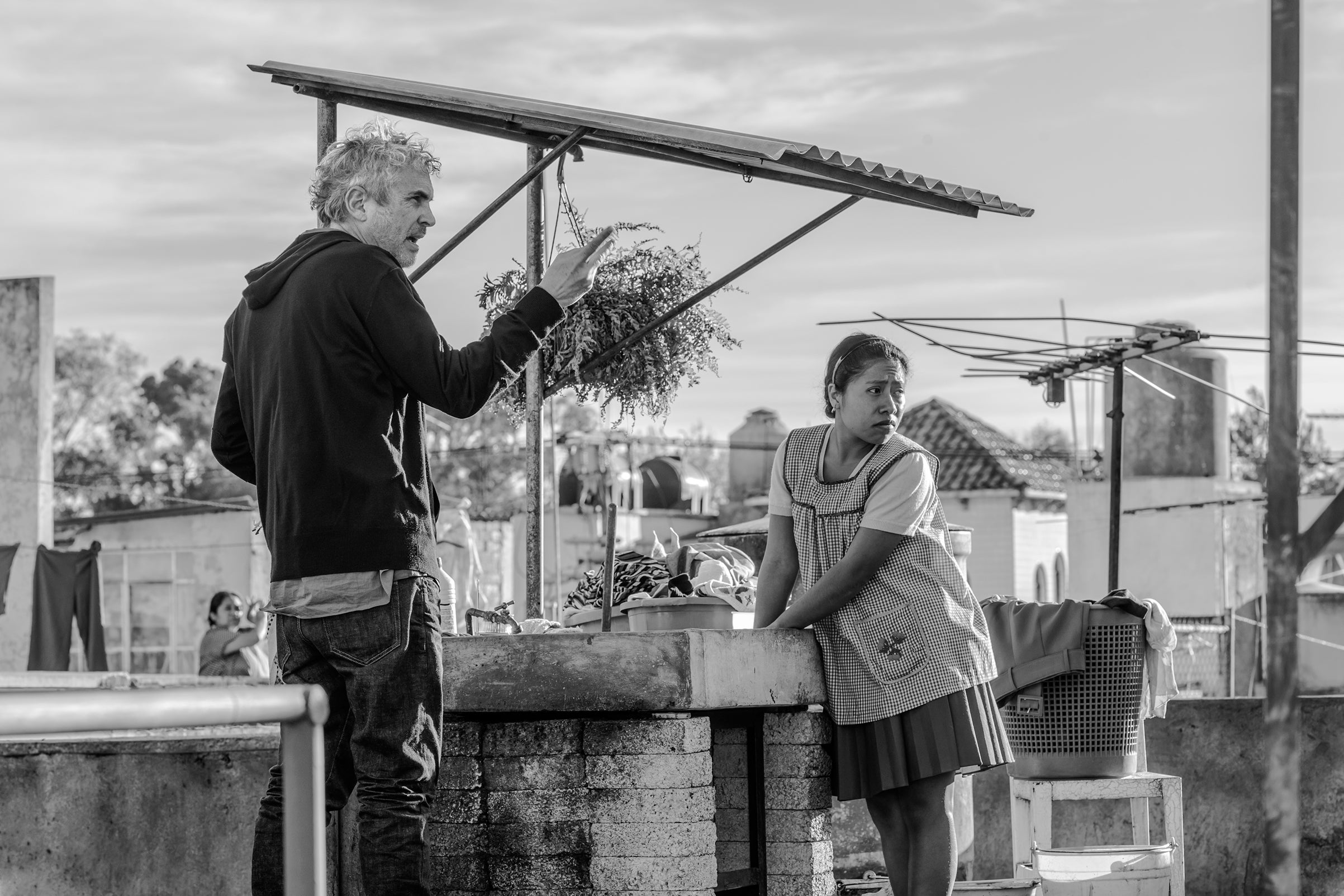 """Director Alfonso Cuarón ifilming """"Roma"""""""