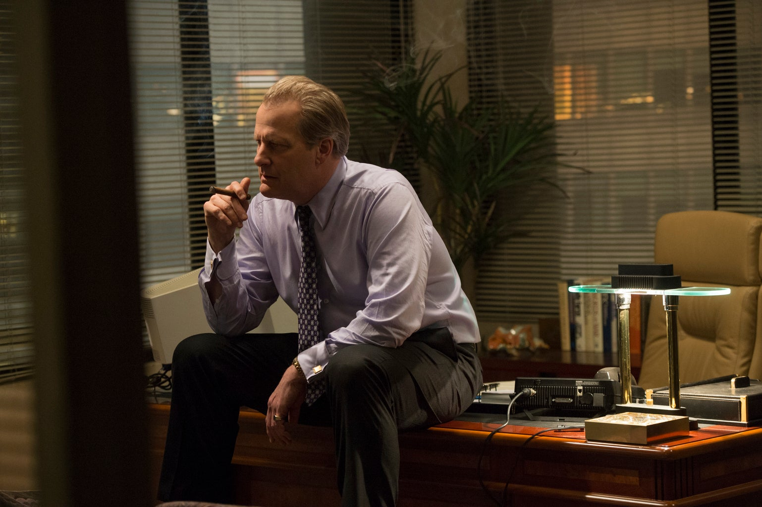 Jeff Daniels ina scene from the Hulu series The Looming Tower