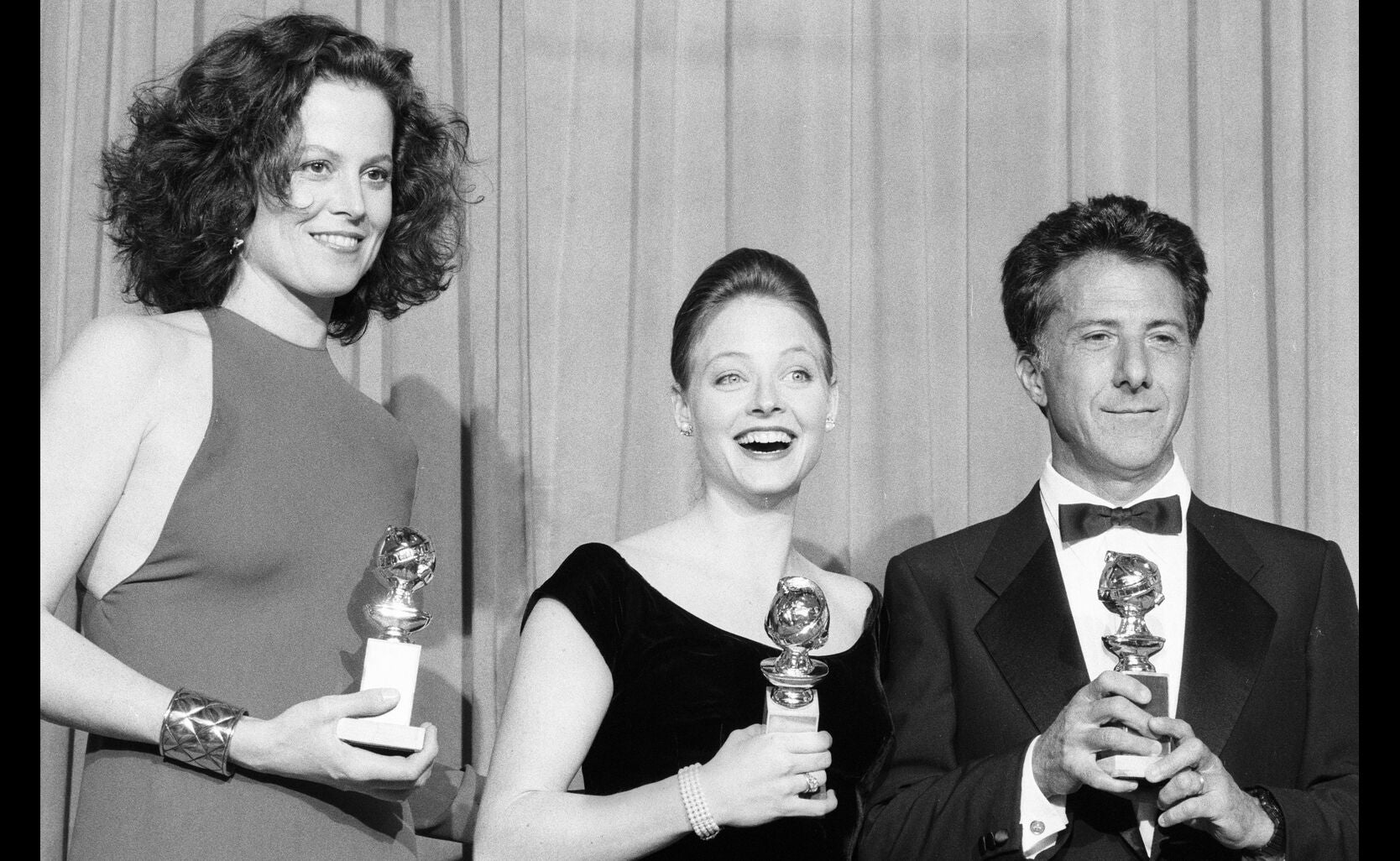 1989_gg46_sigourney_weaver_jodie_foster_dustin_hoffman_best_actress_actor_drama-gorillas_in_the_mist_accused_rain_man_ng.jpg