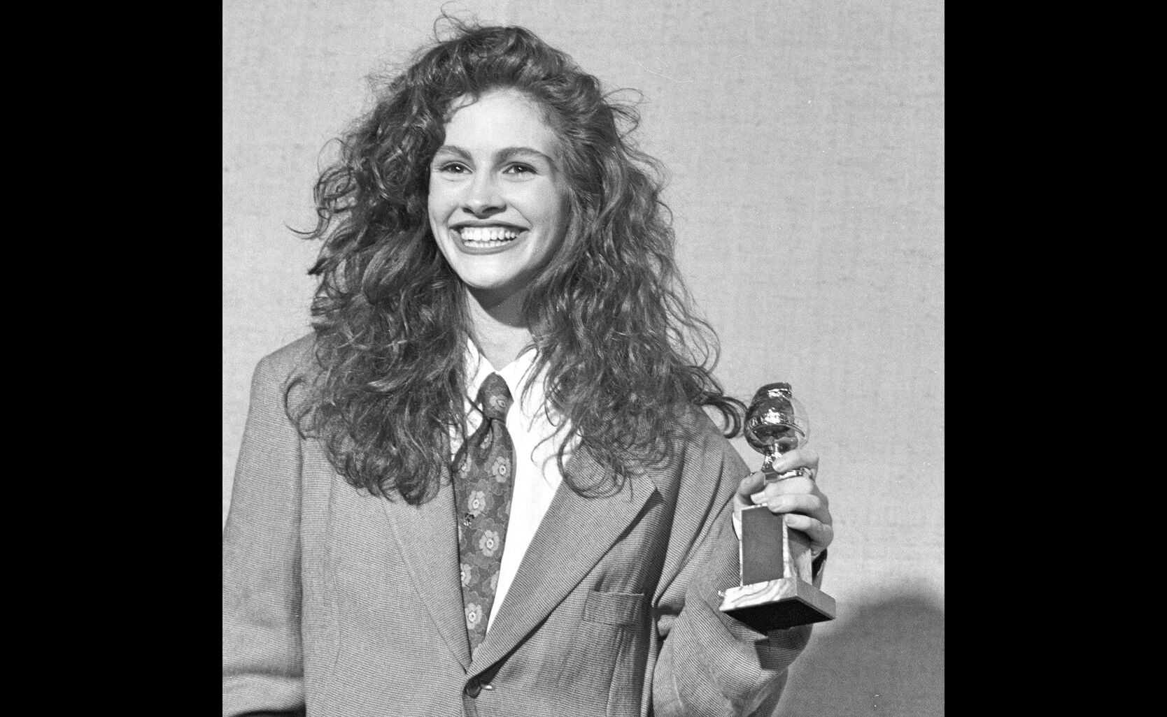 1990_gg47_julia_roberts_supporting-steel_magnolias_2_ng.jpg