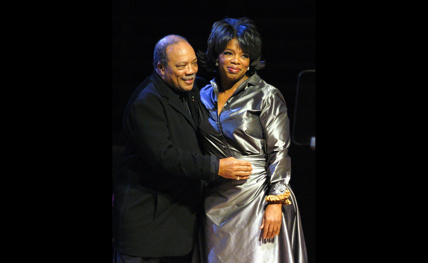 Oprah Winfrey receives an award from Quincy Jones, 2003