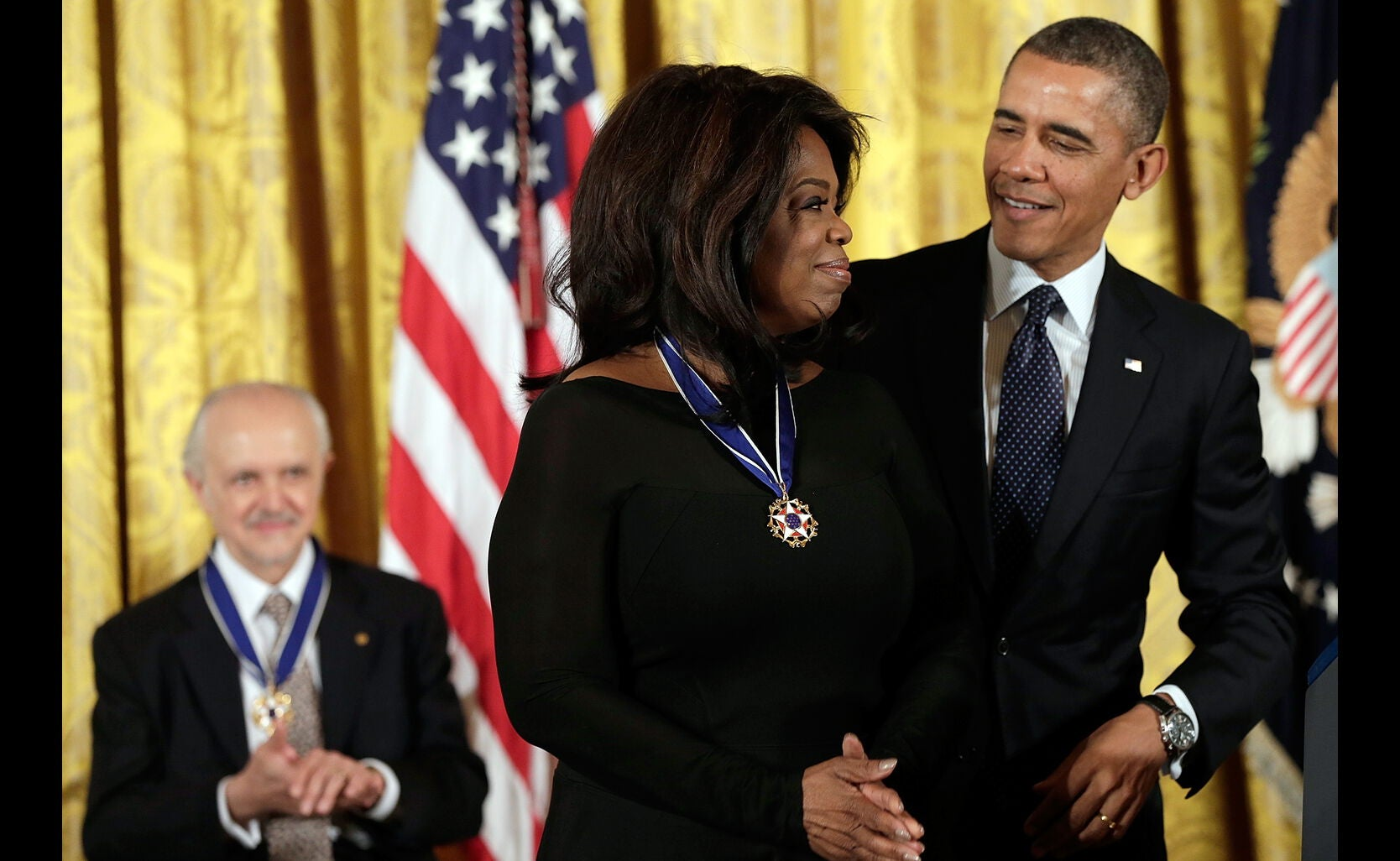 Oprah receives Presidnetial Medal of Freedom, 2013