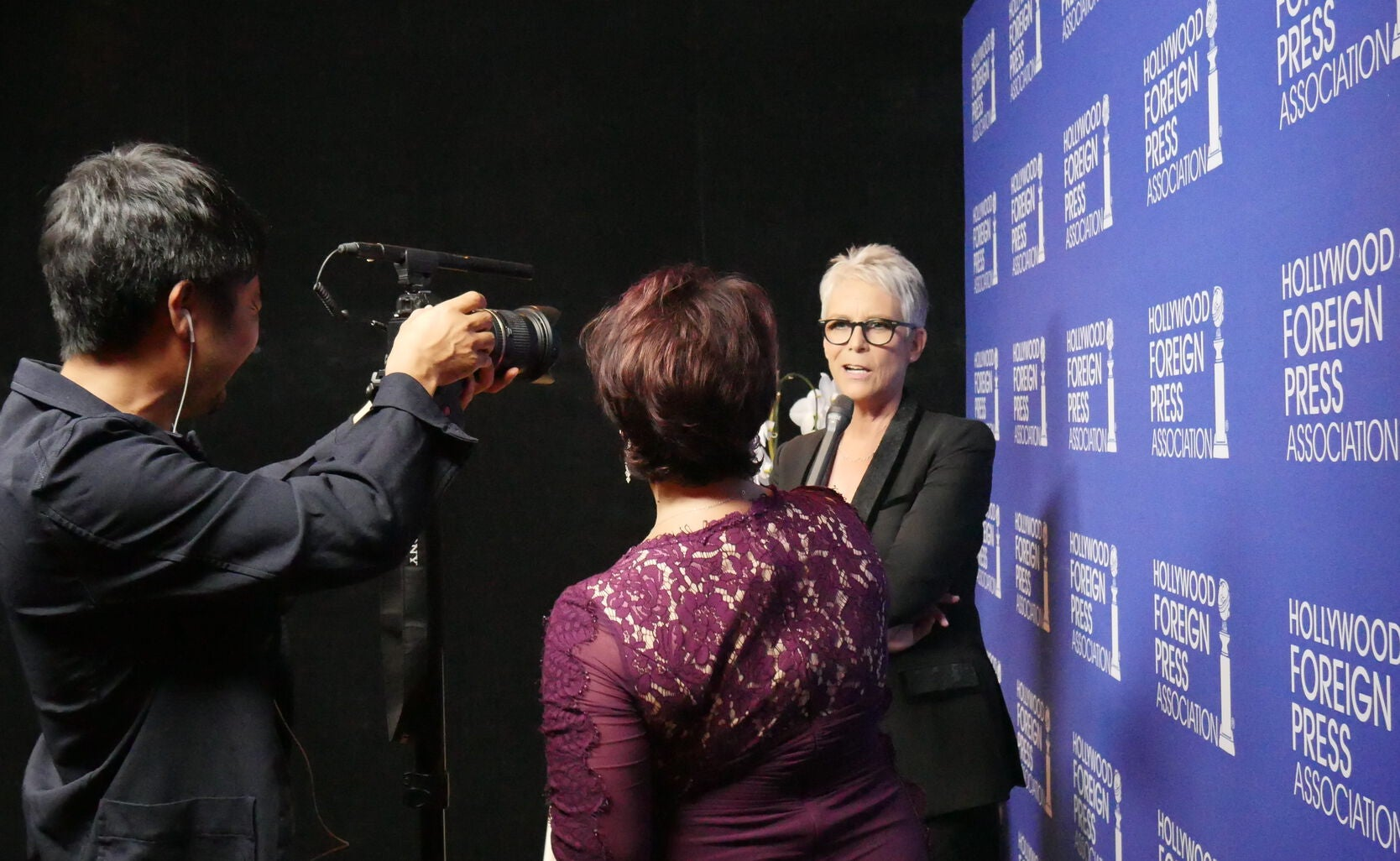 Host Jame Lee Curtis at the HFPA Grants Banquet 2016