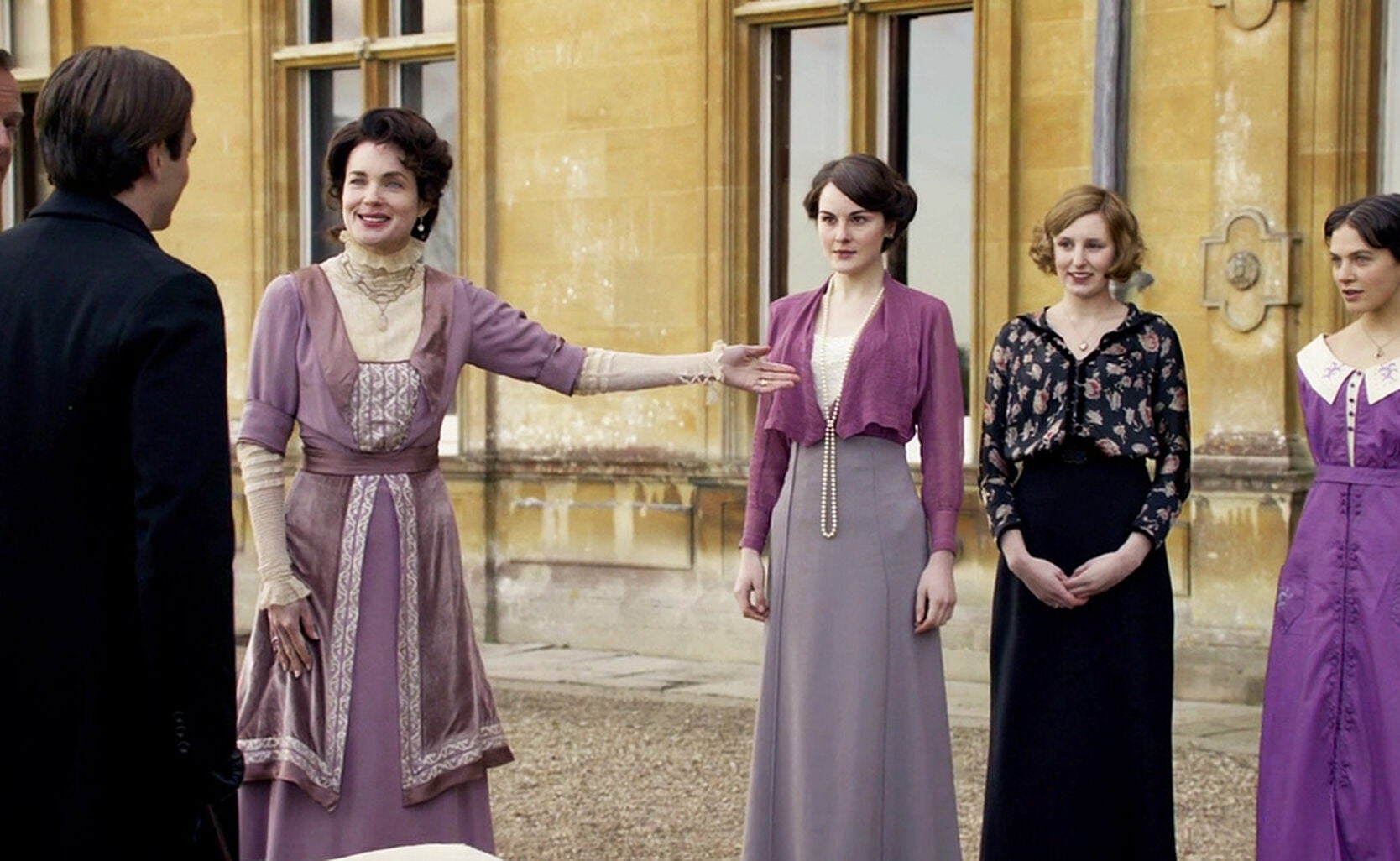 As The Series Begins We Are Barely A Decade Into 20th Century It S Spring Of 1912 And Clothes Still Have Severe Long Elegant Lines