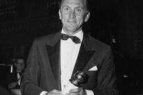 Kirk Douglas and his Golden Globe for Lust For Life, 1958