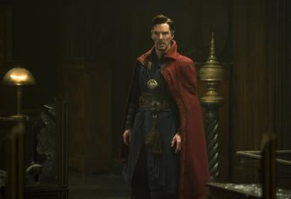 "A scene frtom ""dr Strange"", with Benedict Cumberbatch, Golden Globe nominee"