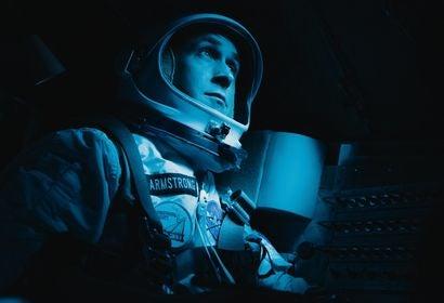 """Ryan Gosling, Goldemn Gloeb winner, in a sceen from """"First Man"""""""