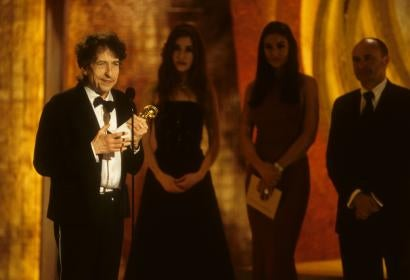 Bob Dylan accepts his Golden Gobe for best original song, 2001