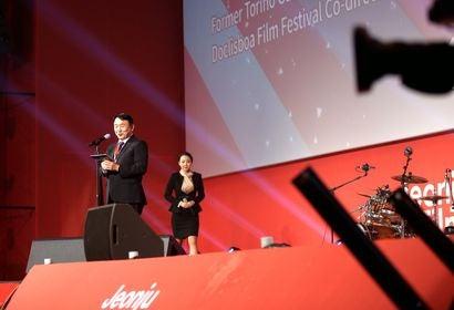 Lee Chung jik, director of the Jeonju Film Festival