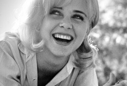 Actress Sue Lyon, Golden Globe winner