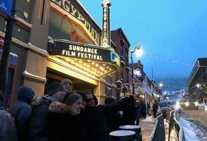 sundance_selfie_fans_outside_the_festivals_flagship_egyptian