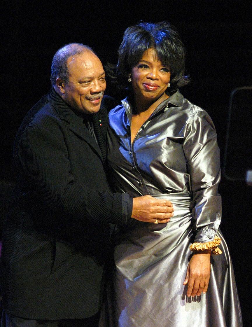 Oprah Winfrey receives an award from Quincy Jones, 2003