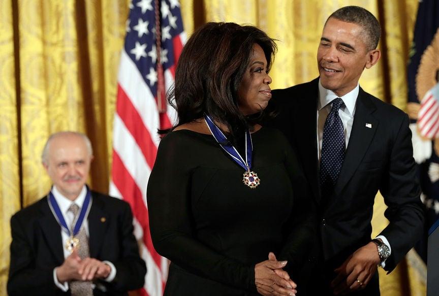 Oprah receives Presidnetial Medal of Freedom, 2013