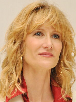 31-laura_dern_021113_enlightened.jpg?itok=h4-kqM2a&c=c9a73b7bdf609d72214d226ab9ea015e