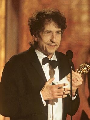 Bob Dylan accepts his Golden Globe for best original song, 2001